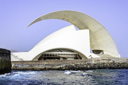 adn: El Auditorio de Tenerife Adn Mart�n en San Cruz, Tenerife. Editorial