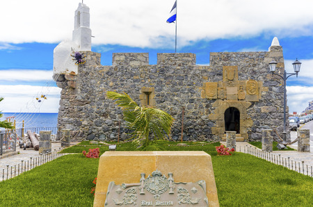 slits: In front the sea, the small fortress Castillo de San Miguel. Next to the old Gemuer with sliding slits and cannon be found there many Ausstellungsstcke like shells, fossils and aquariums. Editorial