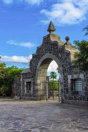 manrique: In the south of Santa Cruz, capital of Tenerife, this attraction, as old gateway to Parque Maritimo Cesar Manrique.