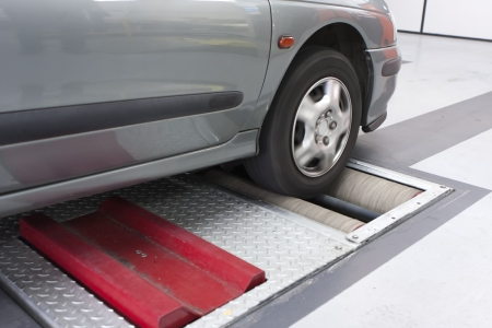 mot: Security control on the brake before the car
