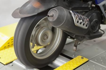 safety check: Prueba de seguridad en la velocidad de las motos