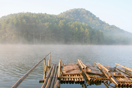 Bamboo Raft at Mae Hong Son Pang Oung 版權商用圖片