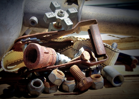 tuercas y tornillos: Nuts - Tornillos - Tornillos - Hardware Foto de archivo