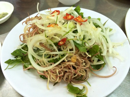 papaya flower: Vietnamese salad with onion, herbs, vegetables and banana flower