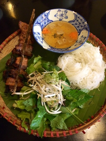 green papaya salad: Famous Vietnamese grilled pork belly rice noodle vermicelli Stock Photo