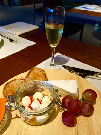 cheese platter: Fine dining with champagne and cheese platter
