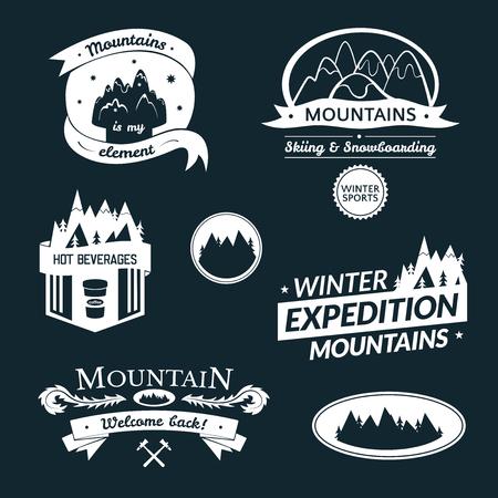 logotipo turismo: Logotipo de la montaña y del conjunto de etiquetas, diseño de la tipografía, ilustración retro vector Vectores