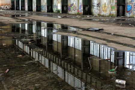 graffito: Mirror in dirty water to Reggiane Editorial