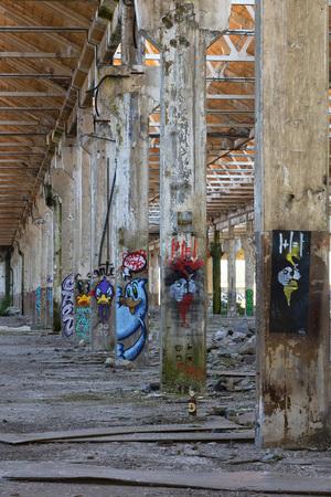graffito: Painted columns to Reggiane Editorial