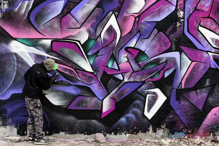 graffito: Painting on the wall black and pink to Reggiane