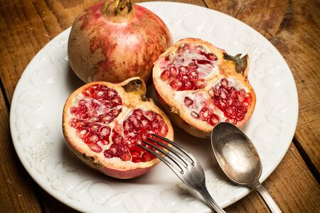 Pomegranates on a white plate Stok Fotoğraf - 130599632