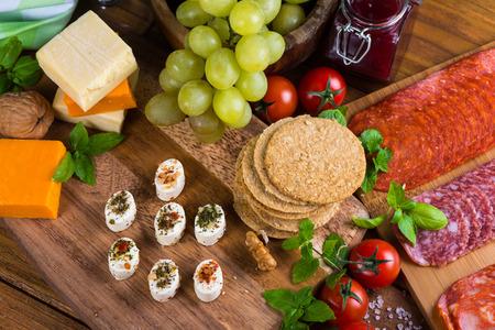 tabla de queso: vista a�rea a bordo de queso con la selecci�n de entrantes