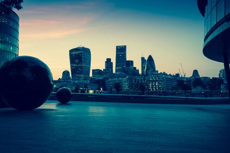 황혼에서 런던 시내의 스카이 라인, 빈티지 효과의 사진 스톡 콘텐츠