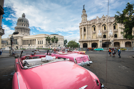 Havana, Cuba - September 22, 2015:  Classic american car and Capitolio landmark in Havana,Cuba. Havana is tourist most popular destination in whole Cuba island. Фото со стока - 45850174
