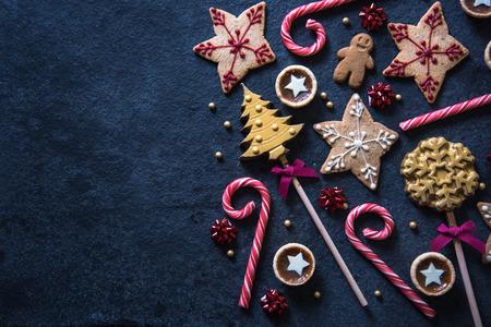 decoracion mesas: Navidad dulces festivo fondo frontera alimentos con espacio de copia Foto de archivo