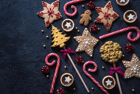 galleta de jengibre: Navidad dulces festivo fondo frontera alimentos con espacio de copia Foto de archivo