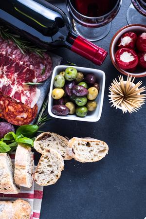 tapas españolas: tapas españolas, frontera alimentos fondo de la vista aérea