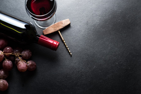 Red wine and grapes Stockfoto
