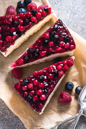 mascarpone: Simple mascarpone cheesecake with winter berry forest fruits, serving slices