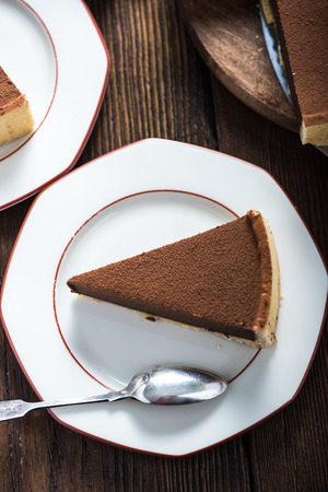 tort: Serving slice of homemade chocolate cake, on wooden rustic table