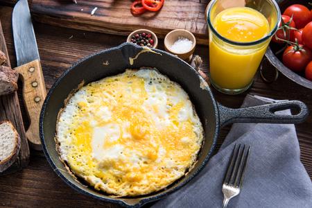 kitchen spanish: Classic spanish breakfast on wooden kitchen table