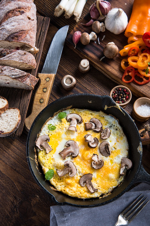 scramble: Healthy and classic brunch, simple scrambeld eggs with mushrooms