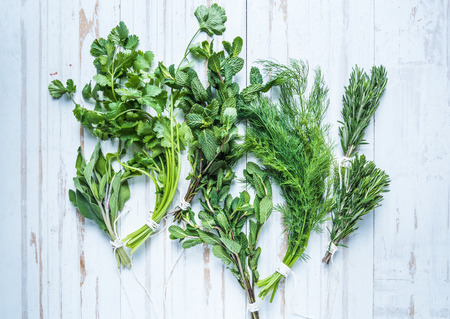 herb garden: Aromatic herbs and spices from garden, healthy cooking concept, lay flat from above Stock Photo