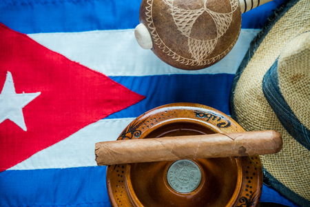 bandera de cuba: Traveling to Cuba for vacation check list concept. Lay flat from above.
