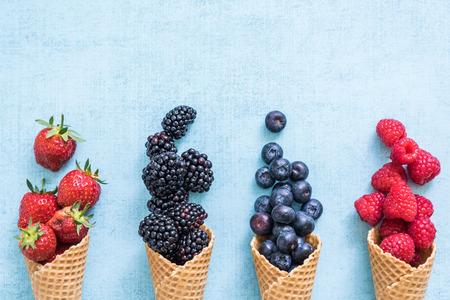 신선한 딸기와 와플, 수제 아이스크림 만들기