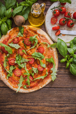 rucola: healthy vegeterian pizza with tomatoes and rucola