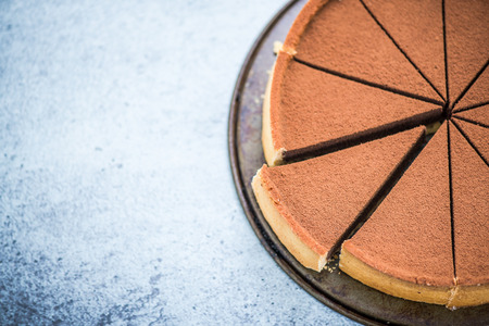 tort: chocolate cake sliced for sharing, overhead view Stock Photo