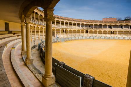 ロンダ、スペインで最も有名な最も古い闘牛場を講堂からの眺め