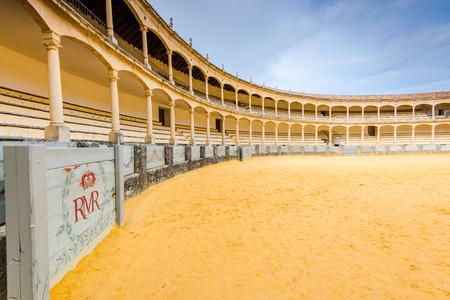 ロンダは、スペインで最も古く、最も有名な闘牛場の 1 つの闘牛場。 報道画像