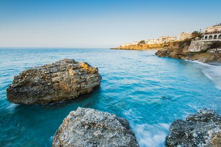Costa en Nerja, provincia de Málaga, España Foto de archivo - 78103587
