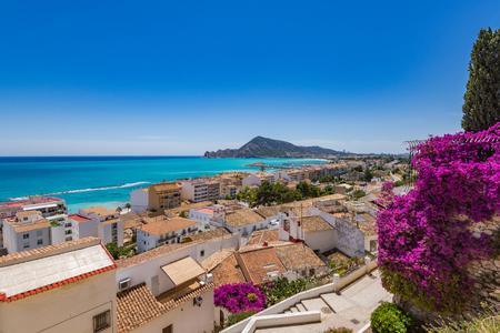 夏の日のスペインでアルテアの村をホワイトします。