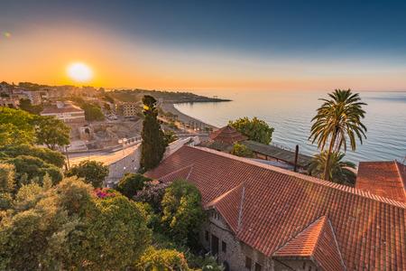 日の出、スペインのタラゴナの町並み。