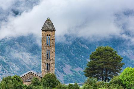 Nubes sobre la iglesia Sant Miquel Engolasters, Andorra. Foto de archivo - 79463236
