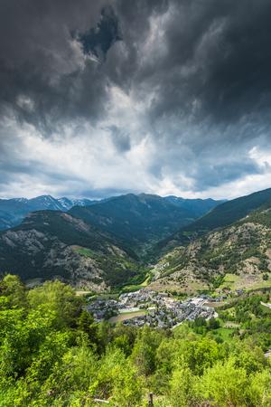 アンドラの谷の村を見下ろします。