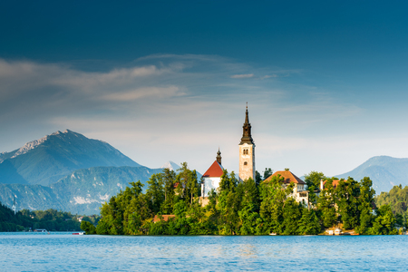 Church on island of Bled Lake in Slovenia. Imagens