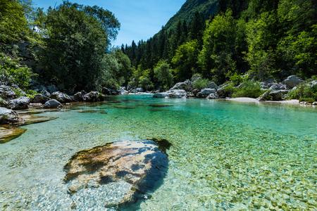 ソカ川、スロベニアでクリスタル クリアな水。