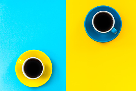 Flat lay vibrant design of minimalist pattern, coffee cups. Banco de Imagens - 83102365