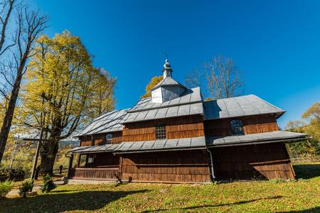 Bieszczady, 폴란드에서 정교회 목조 교회입니다. 카르 파티 아 산맥에 위치한 많은 중 하나.