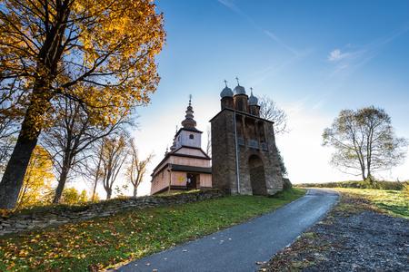 Radoszyce, Bieszczady, 폴란드에서 정교회 목조 교회. 카르 파티 아 산맥에 위치한 많은 중 하나.