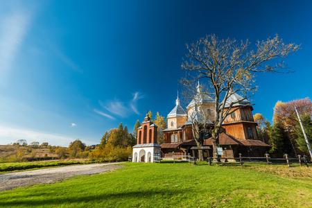 Православная деревянная церковь в Быстреме, Бещады, Польша. Один из многих находится в Карпатах.