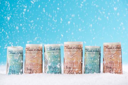 英ポンドのお金、クリスマス販売コンセプト。