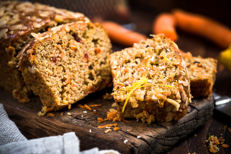 Carrot cake sliced on wooden rustic board. Stockfoto