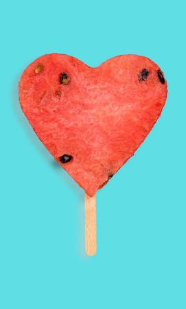 Pastèque forme de coeur forme de jus de fruits de vie créatif . concept de nourriture de fruits de vie Banque d'images - 98284816