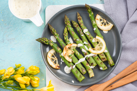 Healthy grilled asparagus with lemon.
