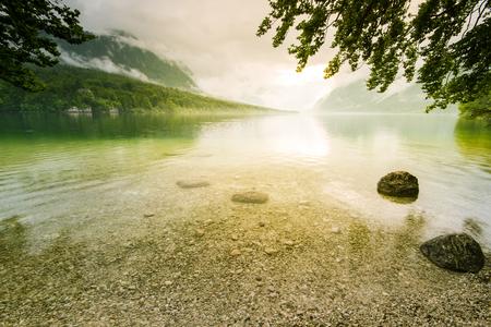 Sun glare at Bohinj Lake in Slovenia. Imagens