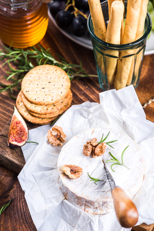 Serving camembert cheese, festive Christmas food. Stock fotó - 108769998